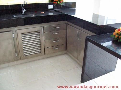 espaço para o compressor + gaveteiro e armários