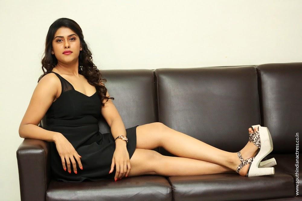 Naira Shah at E Ee Press Meet