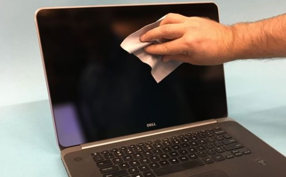 Tips Mudah Membersihkan Layar Sentuh Laptop