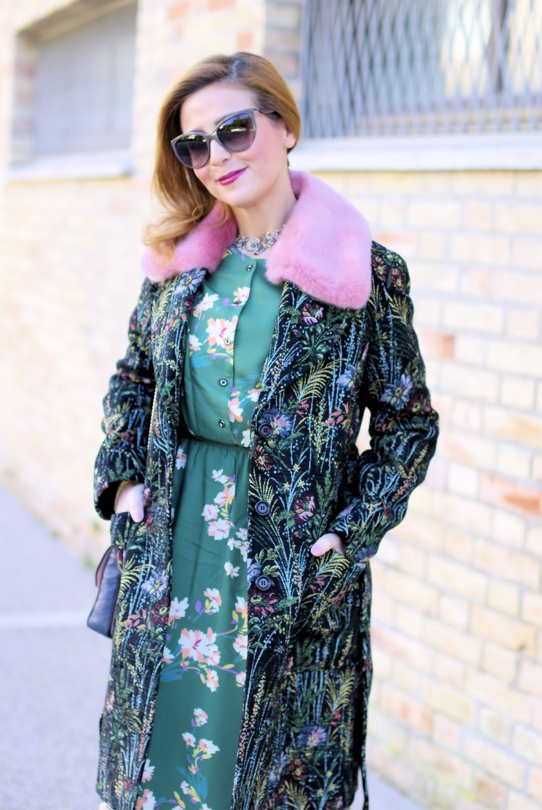 Tapestry coat with pink fur collar: romantic boho winter style on Fashion and Cookies fashion blog, fashion blogger style