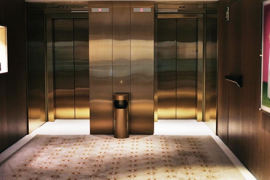 lobby elevator mandarin oriental