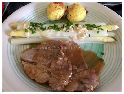 Spargel mit Weissweinsoße Ofenkartoffeln und Kalbsbraten