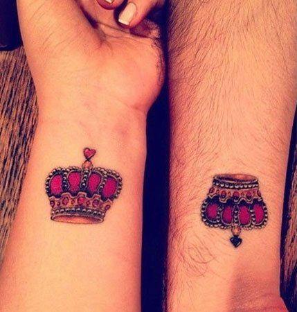 Kırmızı taçlar sevgili dövmesi