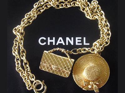 55e3435bd92 O poder de Coco Chanel em ditar a moda era tão grande que a mania pelo  bronzeado no verão surgiu quando