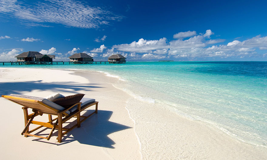 Travel Expectations Vs Reality (20+ Pics) - Relaxing On The Gorgeous Beaches Of Maldives