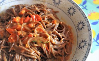 Spaghettini integrali di segale con sughetto al Km 0 (sugo di pomodorini ciliegini rossi e gialli freschi, baby carotine e basilico)