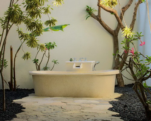 Tinuku Plataran Komodo Beach Resort & Spa luxury bathroom design closer to nature for relaxation and freshness