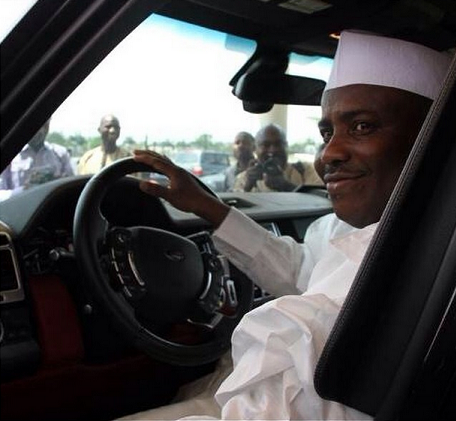tambuwal drives himself