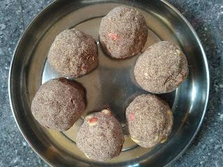 Finger millet (Ragi) Porivilangaai Laddu