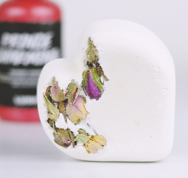 Lush Tisty Tosty Bath Bomb Review