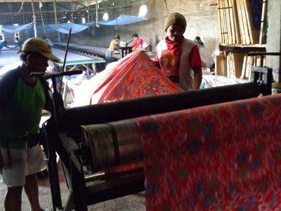 seragam batik printing penguncian warna