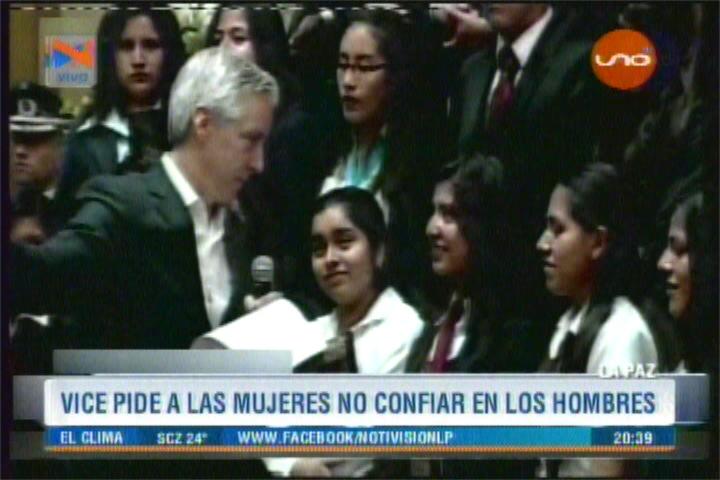 GARCÍA LINERA ACONSEJA A JOVENCITAS NO CONFIAR EN LOS HOMBRES