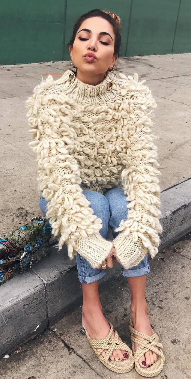 awesome fall outfit : knit sweater + bag + jeans + flip-flop