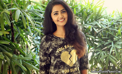 Anupama Parameswaran beautiful stills wallpapers