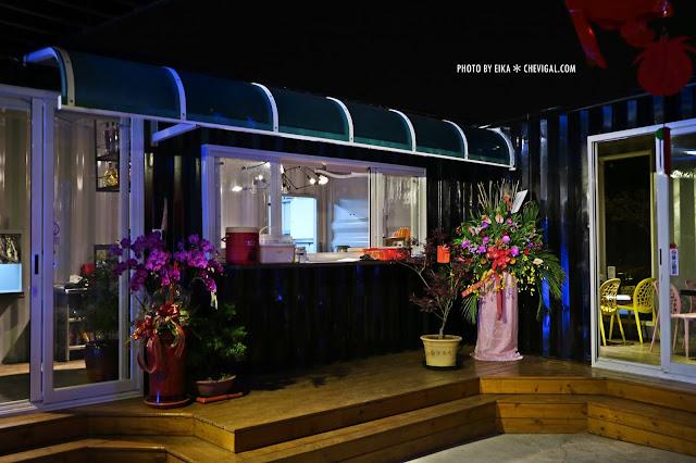 IMG 2520 - 台中沙鹿│向海咖啡屋*夢幻紫色玻璃貨櫃屋。咖啡與旋律伴你欣賞星光夜景