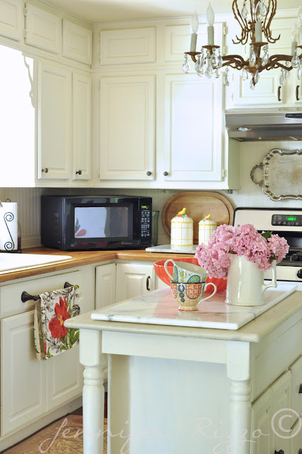 Great pops of color ina  white kitchen