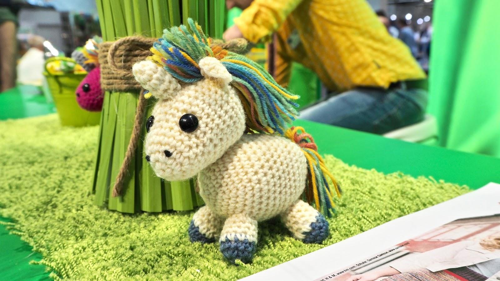 Einhorn Amigurumi aus Sockenwolle