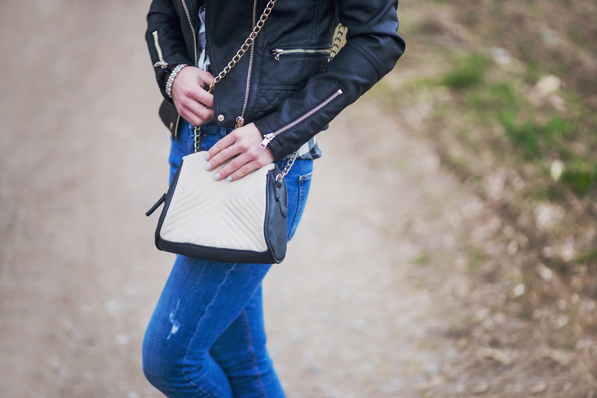 ramoneska, czarna ramoneska, kurtka, co jest modne, stylizacja na co dzien, jeansy, styl sportowy, pimkie, primark, zara
