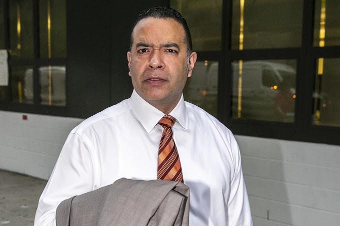 Un director dominicano de secundaria demandado por cancelar maestros judíos, blancos y mayores de edad