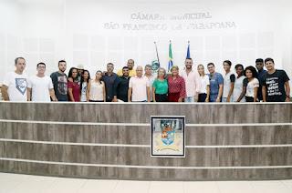 http://vnoticia.com.br/noticia/3479-empossada-em-sfi-diretoria-do-conselho-municipal-da-juventude