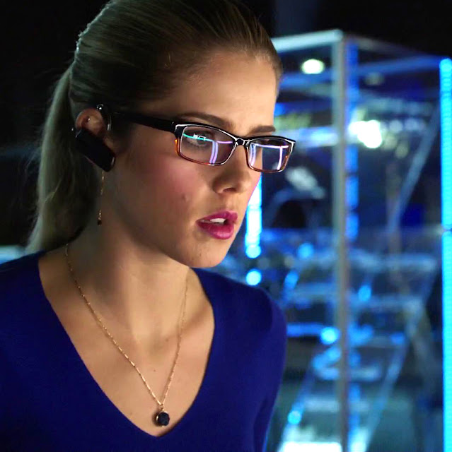 Felicity Smoak eyeglasses