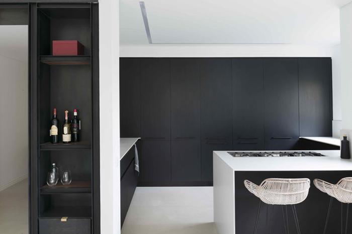 Thiết kế nội thất căn hộ chung cư 150m2 với hai màu đen trắng- 7