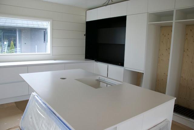 moderni mustavalkoinen keittiö
