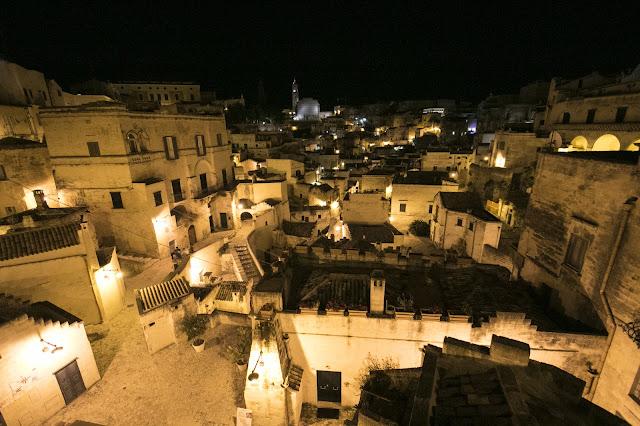 Foto notturna di Matera