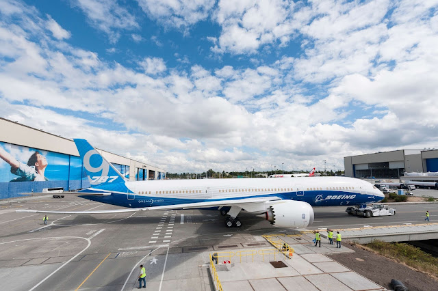 Boeing 787-9 Dreamliner Rolled Out