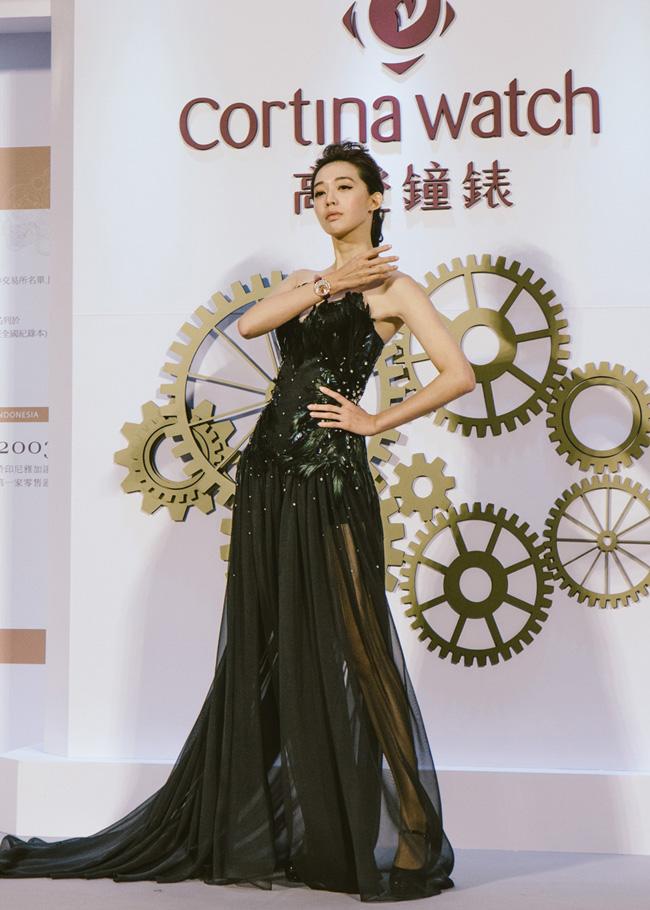 知名藝人藍鈞天與時尚名模王心恬攜手出席高登鐘錶遠企店璀璨開幕