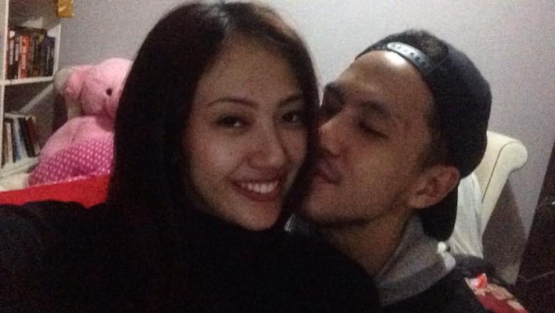Bagas Nurcahyo mencium Suci Patia Brajamusti