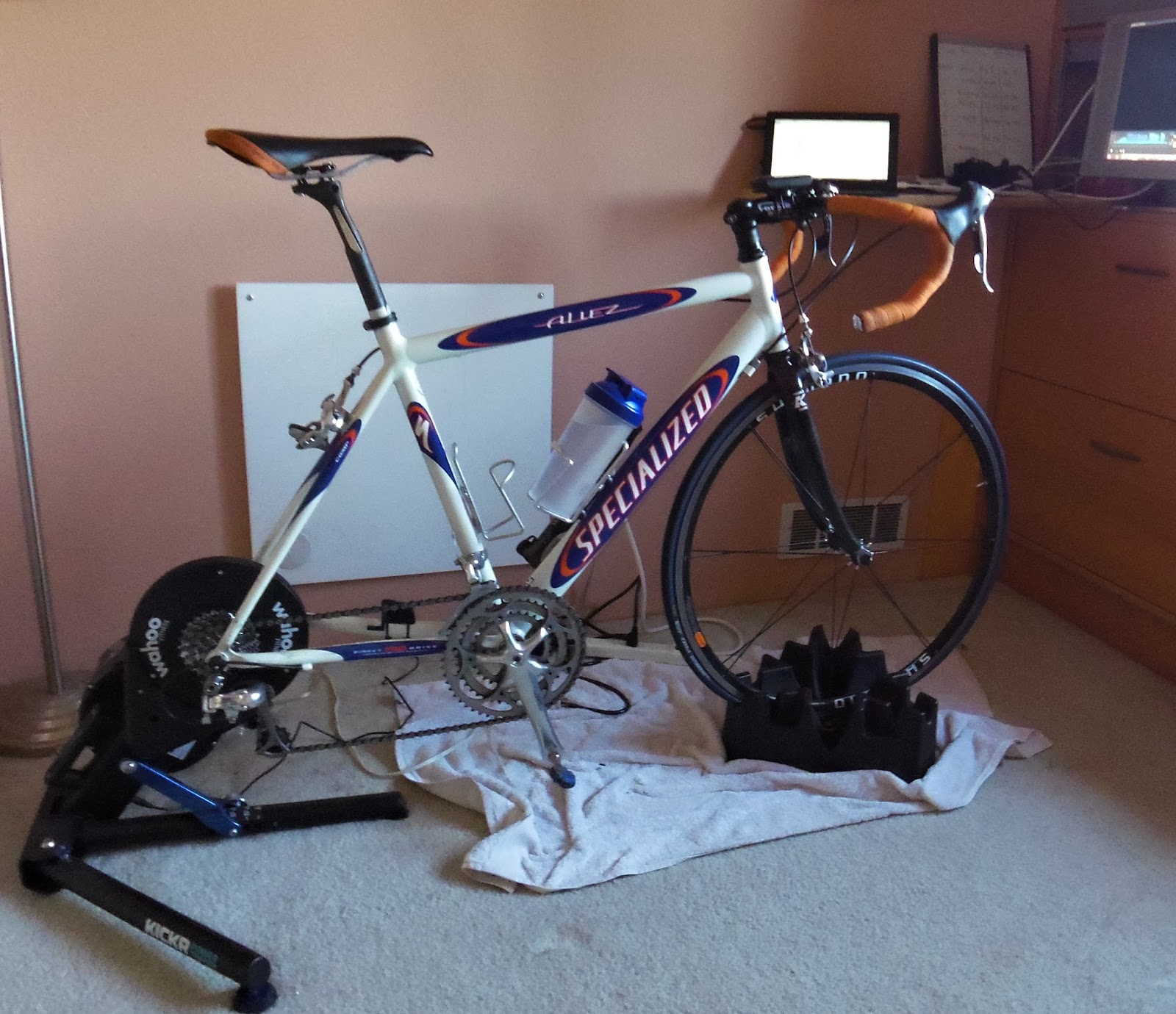 Max Life Out: Indoor Training: Zwift, Trainerroads and a Wahoo KickR