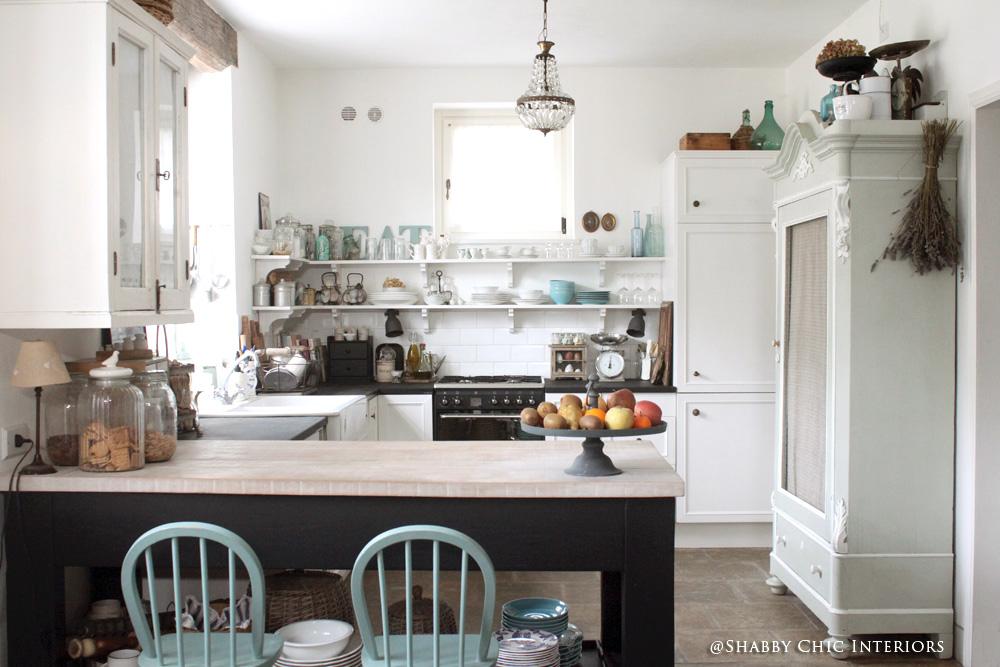 Cambio di colore benvenuto nero shabby chic interiors for Cucine country ikea