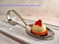 Mini Bombón de parmesano sobre galleta salada