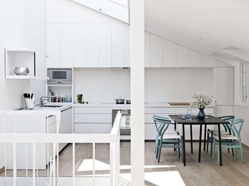 une maison sur cour anna g. Black Bedroom Furniture Sets. Home Design Ideas