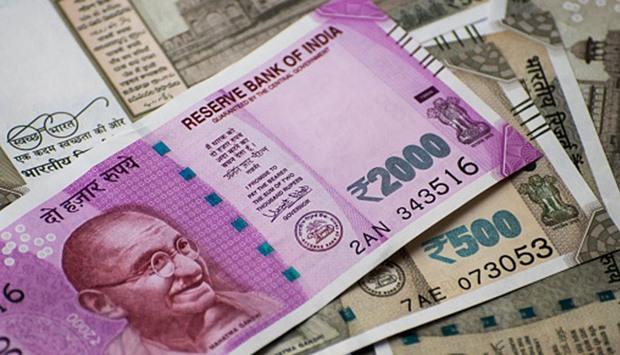 अमेरिकी डॉलर के मुकाबले भारतीय रुपया सबसे निचले स्तर पर