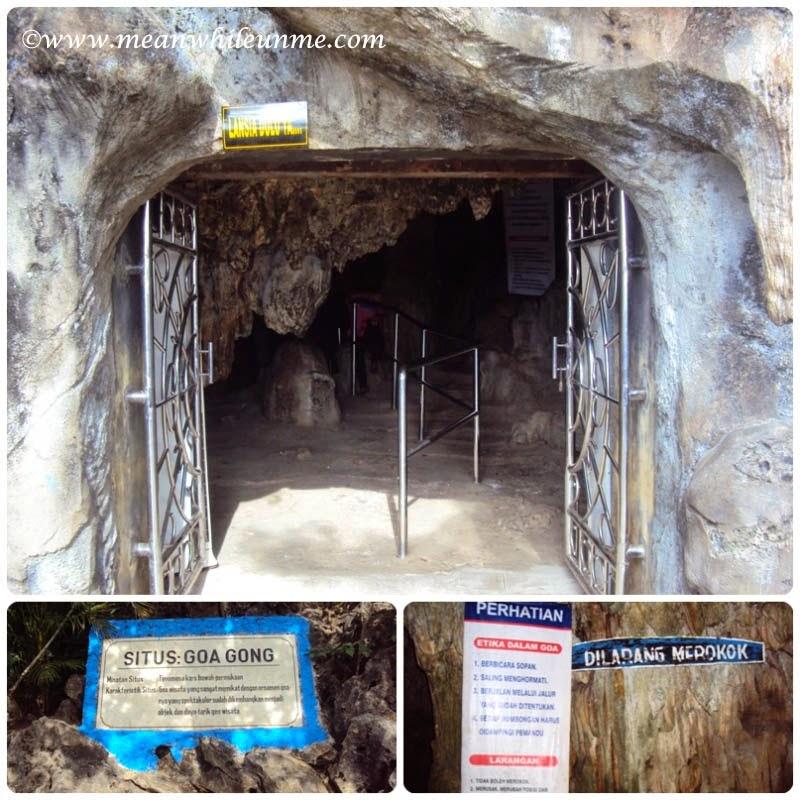 Pintu masuk utama di Goa Gong, Pacitan