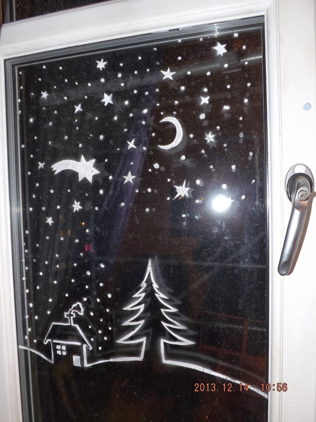 Felfújtuk a havas sablont is az ablakra műhó spray-vel