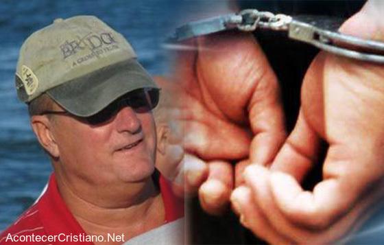Cristiano es arrestado por evangelizar en centro comercial