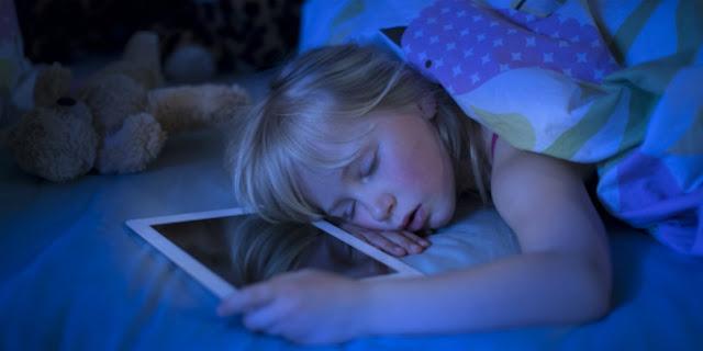 Jangan bawa gadget saat tidur