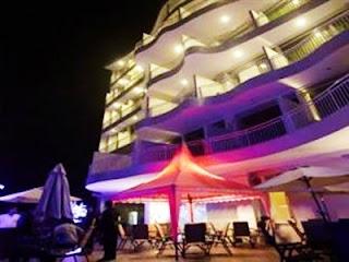 Pohon Hotel Inn Bintang 3 19 Km Dari Alun Kota Batu