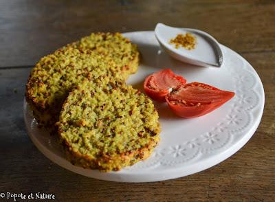 Galettes au quinoa, boulgour, oignons rouges parfumées au curry jamaïcain © Popote et Nature