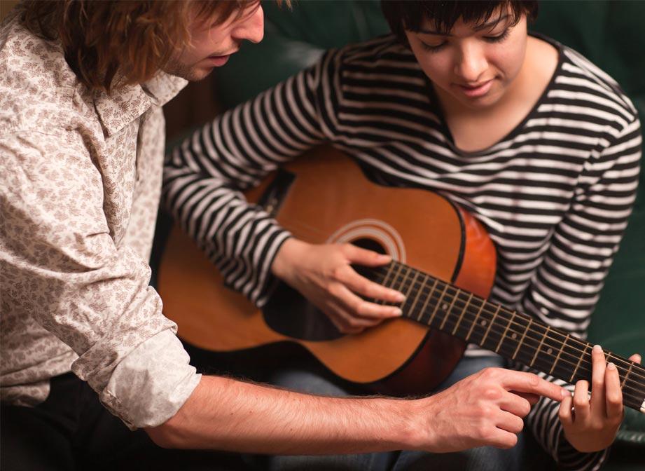 Mất bao lâu để học chơi guitar