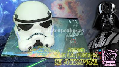 Tarta personalizada fondant casco soldado imperial Star Wars lado oscuro darth vader Laia's Cupcakes Puerto Sagunto