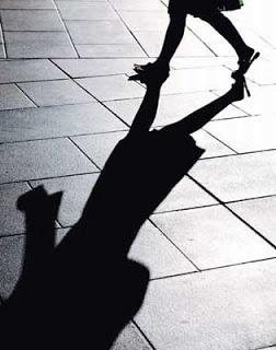 قصة قصيرة : المتسولة! shadow.jpg