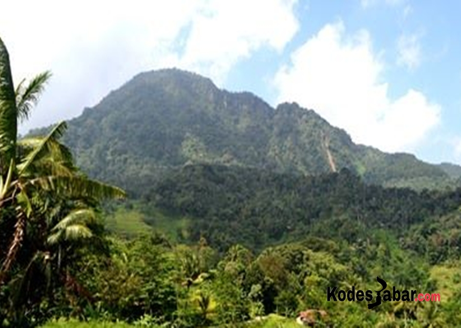Tiga Situs Megalitik di Desa Legokherang