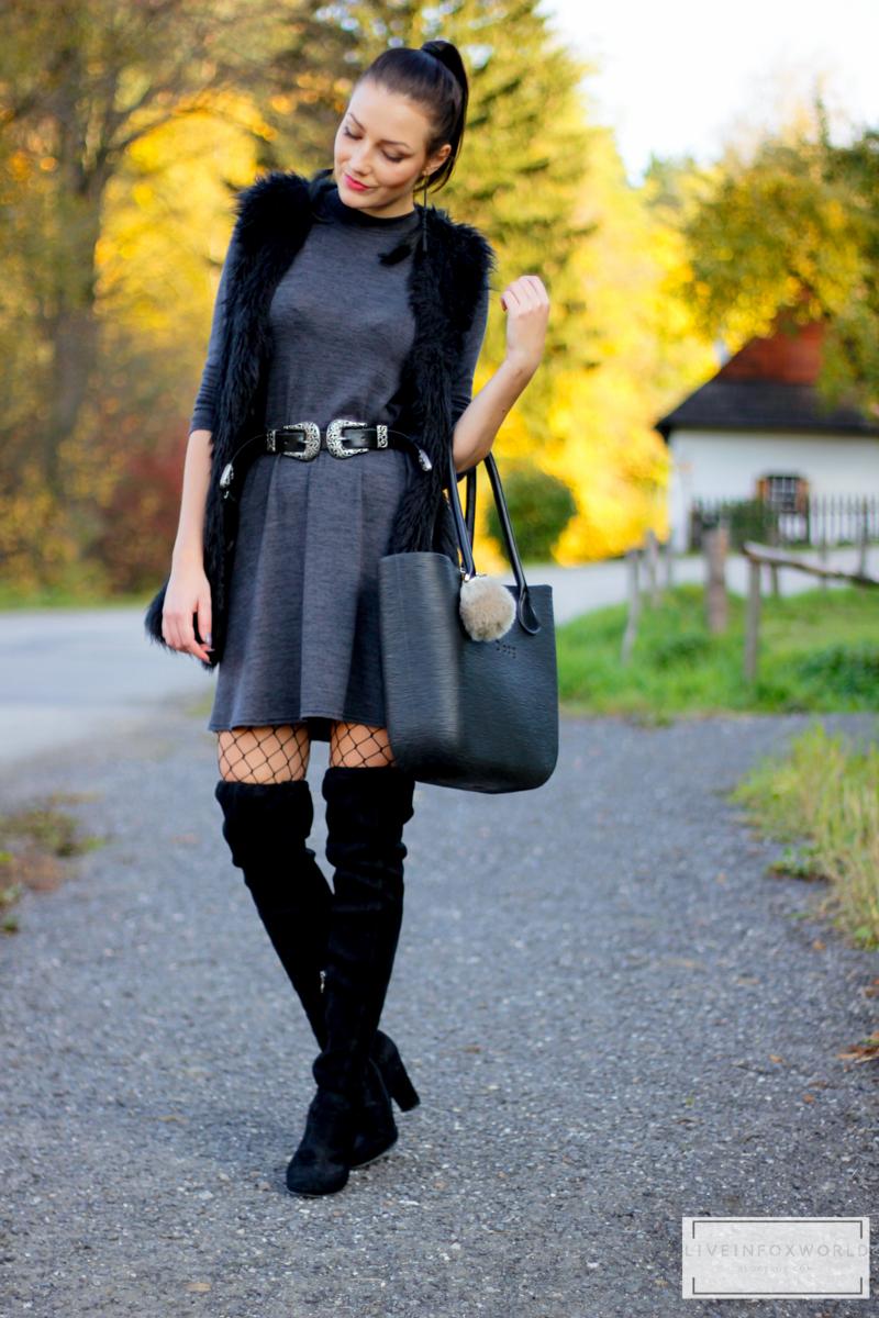 sivé šaty a obag