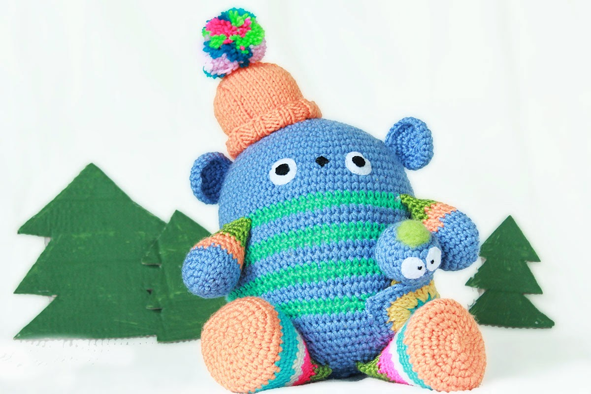 Amigurumi crochet doll pattern: Gloria with realistic bottom | 800x1200