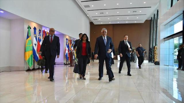 Gobierno y oposición venezolanos retoman diálogo por la paz