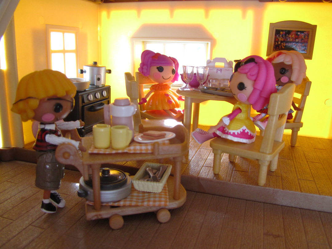 Miniature Monday#34: Calico Critters Luxury Townhome